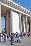 De jonge actoren die in Gorky presteren parkeren royalty-vrije stock foto's