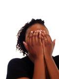 De jonge Afrikaanse Amerikaanse handen die van de Vrouw gezicht behandelen Royalty-vrije Stock Foto's