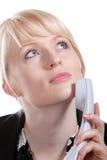 De jonge bedrijfsvrouw spreekt telefonisch royalty-vrije stock foto's