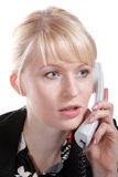 De jonge bedrijfsvrouw spreekt telefonisch royalty-vrije stock afbeeldingen