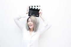 De jonge blauwe vrouw van het ogenblonde met filmklep stock fotografie