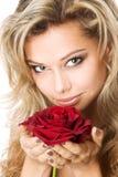 De jonge blonde holding een rood nam toe Stock Afbeeldingen