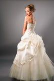 De jonge bruid die van Noli schitterende toga draagt royalty-vrije stock foto's