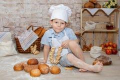 De jonge chef-kok Royalty-vrije Stock Afbeeldingen