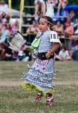 De jonge Danser van de Kleding van het Kenwijsje Powwow Royalty-vrije Stock Foto's