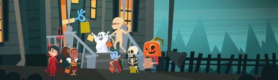 De jonge geitjes die Monsterskostuums dragen die aan Huis lopen krijgen Suikergoedtrucs of behandelen het Gelukkige Halloween-Con stock illustratie