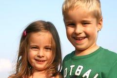 De jonge geitjes van de broer en van de zuster royalty-vrije stock afbeelding