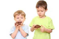 De jonge geitjes van de chocolade royalty-vrije stock fotografie