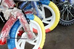 De jonge geitjes van de fiets Stock Foto's