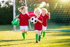 De jonge geitjes van de de voetbalventilator van Portugal De kinderen spelen voetbal royalty-vrije stock foto's