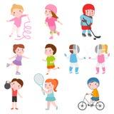 De jonge gymnastiek van jonge geitjes sportsmens toekomstige die rolschaatsen op wit en kinderen jonge winnaars wordt geïsoleerd  Royalty-vrije Stock Afbeelding