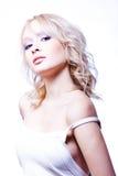 De jonge hartstochtelijke vrouw met nacked schouders Stock Foto's
