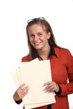 De jonge het glimlachen dossiers van de bedrijfsvrouwenholding Stock Foto