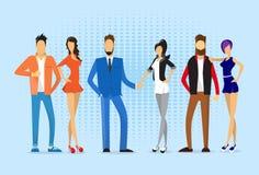 De jonge Hipster-Mensen groeperen Modieuze Man Vrouwen Volledige Lengte Pop Art Background Royalty-vrije Stock Fotografie