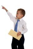 De jonge jongen kleedde zich aangezien de zakenman envelop houdt Stock Foto's