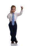 De jonge jongen kleedde zich aangezien de zakenman op celphone spreekt Stock Afbeeldingen