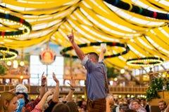 De jonge jongen viert Oktoberfest Royalty-vrije Stock Afbeelding