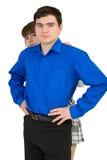 De jonge man beschermt de vrouw Royalty-vrije Stock Afbeelding