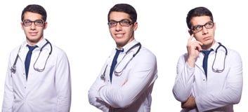 De jonge mannelijke die arts op wit wordt geïsoleerd Royalty-vrije Stock Foto's