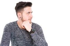 De jonge mens kijkt aan het recht stock afbeelding