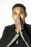 De jonge mens met overhandigt mond Stock Fotografie