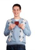 De jonge mens toont rode kaart Royalty-vrije Stock Foto's