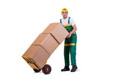 De jonge mensen bewegende die dozen met kar op wit wordt geïsoleerd Stock Fotografie