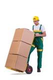 De jonge mensen bewegende die dozen met kar op wit wordt geïsoleerd Stock Afbeeldingen