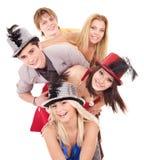 De jonge mensen van de groep in partijhoed. Stock Foto's