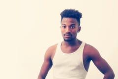 De jonge mensenportret van Nice op onderhemd witte achtergrond royalty-vrije stock foto's