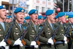 De jonge militairen schreeuwen Royalty-vrije Stock Fotografie