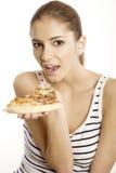 De jonge mooie vrouw eet pizza Royalty-vrije Stock Foto's