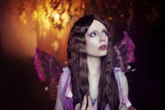 De jonge mooie vrouw in het beeld van feeën, sluit omhoog Stock Fotografie