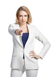 De jonge mooie vrouw richt haar vinger op u op lichte achtergrond royalty-vrije stock fotografie