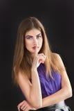 De jonge mooie vrouw toont gebaar - stil stock foto's