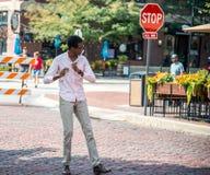 De jonge musicus van de straatfluit stock fotografie