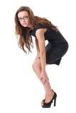 De jonge onderneemster lijdt aan pijn in haar been Stock Foto