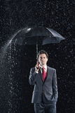 De jonge Regen van Zakenmanunder umbrella in Stock Afbeelding