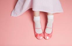 De jonge roze uitrusting van de meisjespastelkleur van hierboven Stock Afbeelding