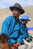 De jonge ruiter kleedde zich in blauw Stock Fotografie