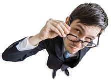 De jonge sceptische mens met glazen bekijkt u Mening van hierboven Geïsoleerdj op witte achtergrond Stock Afbeelding
