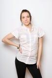 De jonge sexy dame in wit chemise royalty-vrije stock foto's