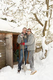 De jonge Sneeuw van de Opheldering van het Paar stock afbeeldingen