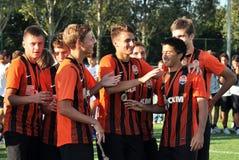 De jonge spelers wensen elkaar geluk Royalty-vrije Stock Foto