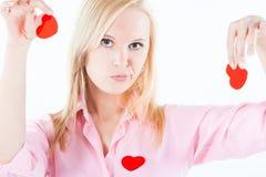 De jonge teleurgestelde harten van de vrouwenholding, Royalty-vrije Stock Foto