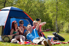 De jonge tieners nemen een beeld Royalty-vrije Stock Foto