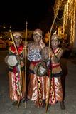 De jonge uitvoerders wachten op begin van Esala Perahera in Kandy, Sri Lanka royalty-vrije stock foto's