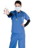 De jonge verpleegster, blauw schrobt, masker, handdesinfecterend middel Stock Afbeeldingen