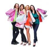De jonge volwassen mensen van de groep met gekleurde zakken Stock Fotografie