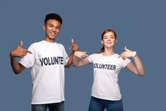 De jonge vrijwilligers die van Nice op zich richten royalty-vrije stock foto's